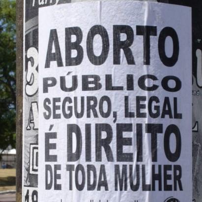Com parlamentares da oposição, Áurea Carolina apresenta projeto para barrar decisão do governo que fere direito ao aborto legal